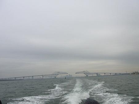 連結間近の東京ゲートブリッジ