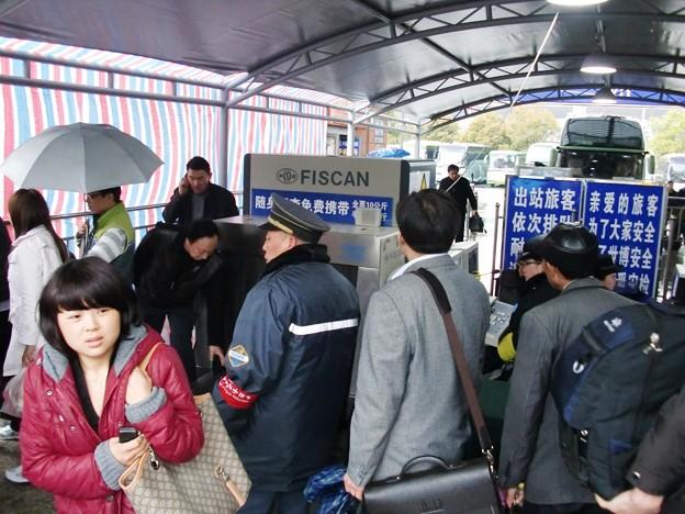 上海南站での到着後の荷物検査