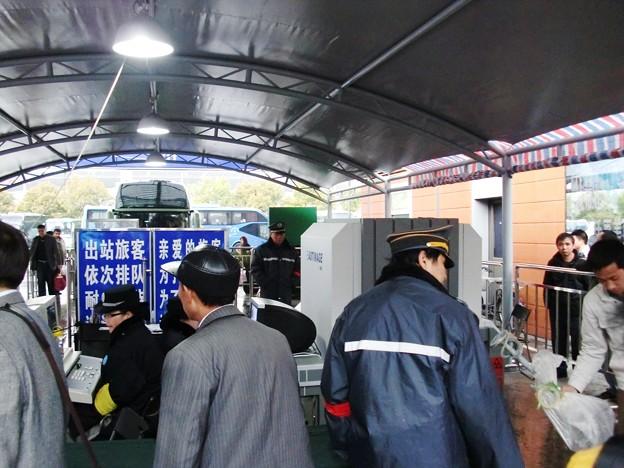 上海南站での到着後の荷物検査場が出来てます