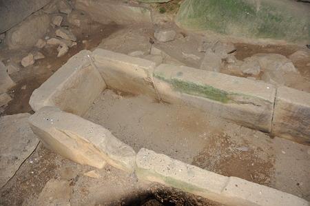 石室内の石棺