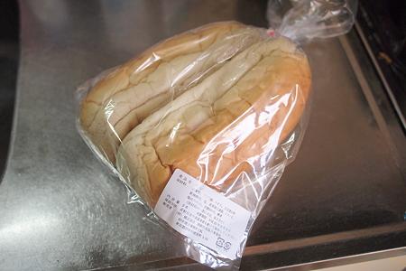 展示即売会で買った100円のコッペパン