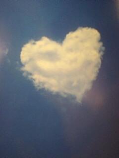 写真: この雲リアル?だとしたら雲も撮った人もすごい。ちなみにこれは絵葉書
