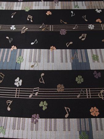 織物の上で踊る音色