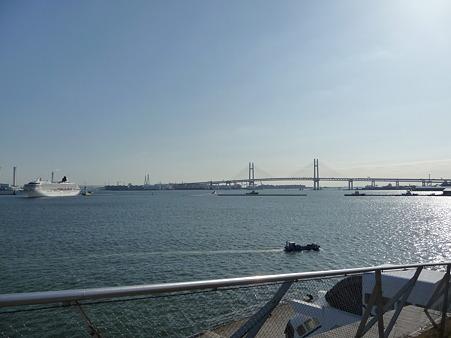 100322-大桟橋 客船2隻 (44)