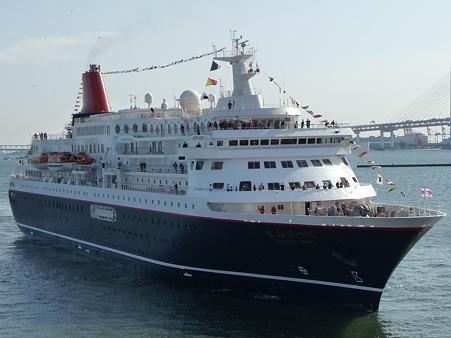 100322-大桟橋 客船2隻 (97)