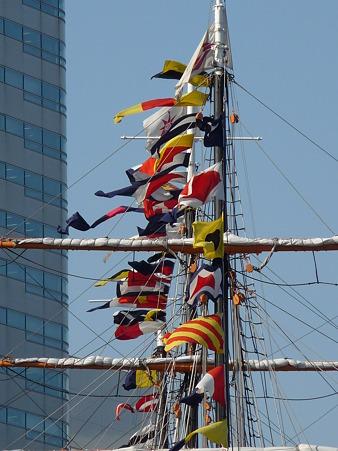 100602-開港祭 日本丸満船飾-1