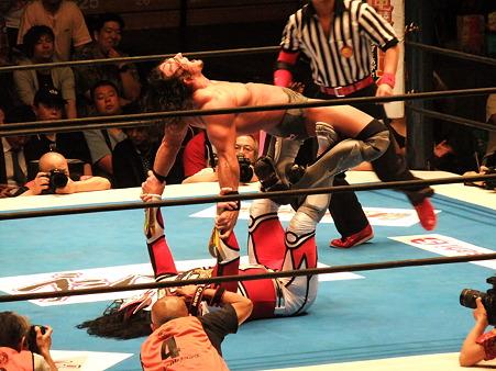 新日本プロレス BEST OF THE SUPER Jr.XIX Aブロック公式戦 獣神サンダー・ライガーvsPAC (5)