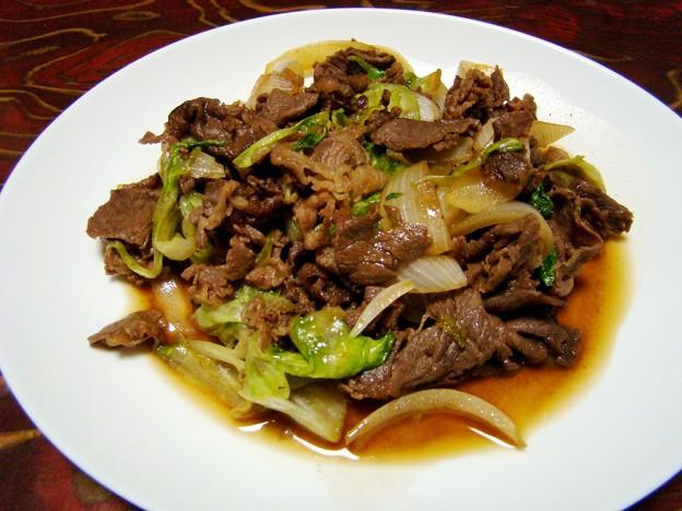 写真: 牛肉とレタスの甘辛炒め