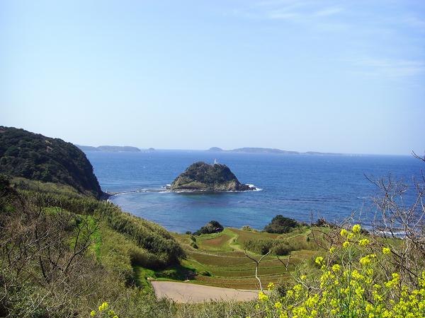 俵島とその向こうに角島
