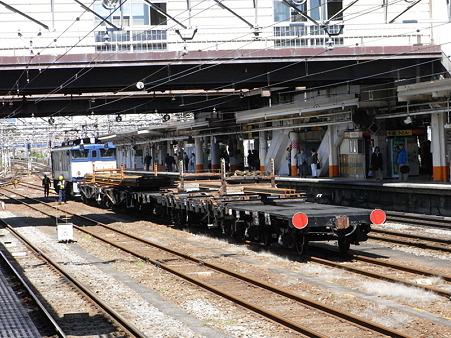 EF64-36とチキ(八王子駅)1