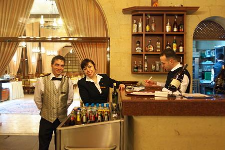 2011.01.25 トルコ カッパドキア ウチヒサル・カヤ・ホテル レストランスタッフ