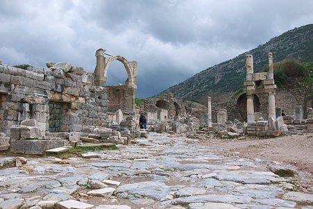 2011.01.23 トルコ 古代都市エフェス ドミティアヌス神殿-1