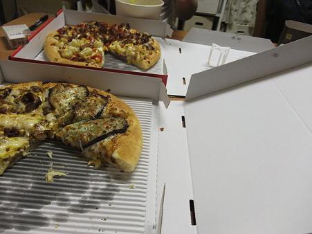 深夜のピザ