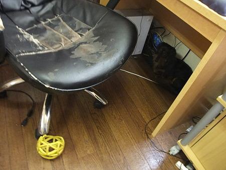 年季の入った椅子・・・