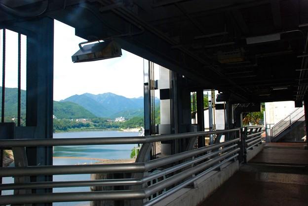 赤谷湖放水路の展望台よりの眺め-D8-037