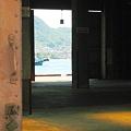 Photos: 初夏の埠頭大倉庫に涼風抜ける