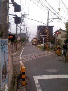すぐ近くに安全な踏切(7月7日、稲村ガ崎)