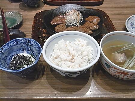 仙台名物牛タンを食べる