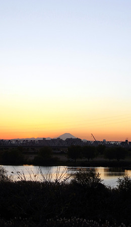 江戸川富士夕景