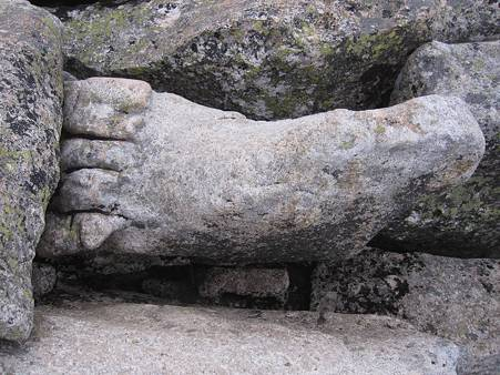 金峰山-20101110-161405山の神様の足?