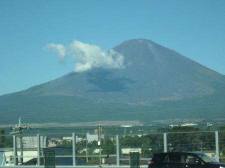 東名から富士山をのぞむ